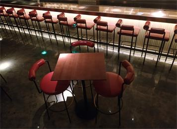 创意时尚酒吧桌椅_酒吧
