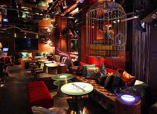 音乐酒吧酒馆大理石桌椅