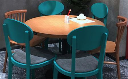 简约餐厅桌椅
