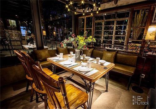 钱柜娱乐官方网站【首页】_胡桃里音乐酒馆餐桌椅实拍图2