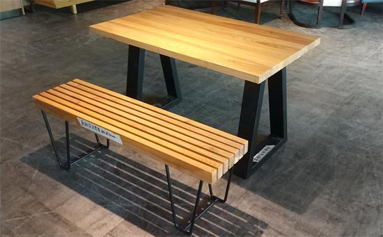 木屋烧烤新款桌椅