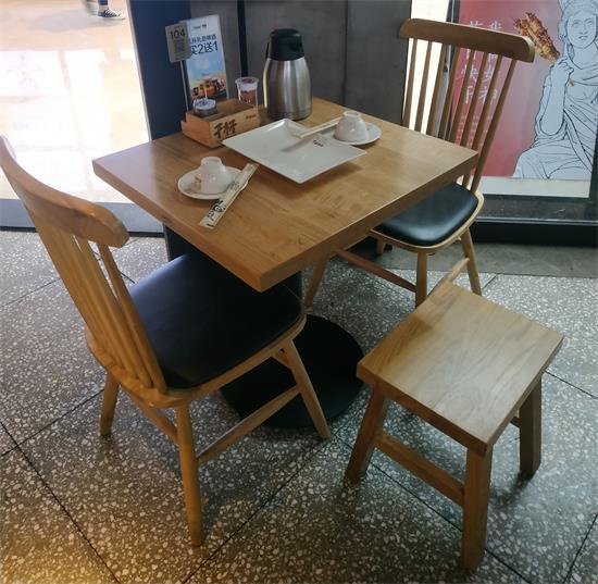 木屋烧烤餐厅桌椅