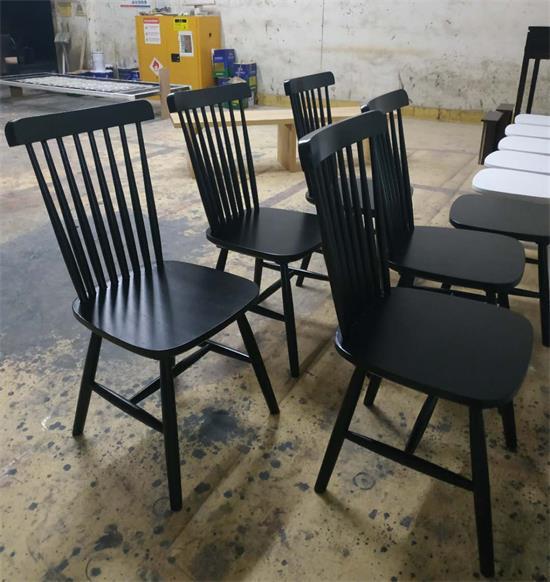 木屋烧烤桌椅供应商生产椅子