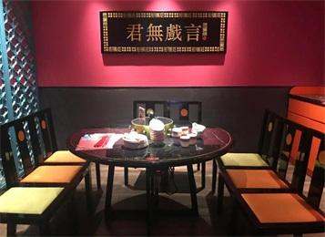 猪肚鸡火锅店如何把装修和餐桌椅家具搭配,让国潮玩出新高度?
