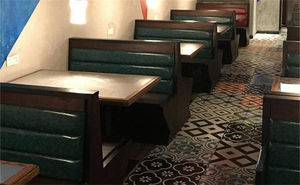 快餐桌椅批发市场在哪里,2招教你挑选快餐桌椅定做厂家!